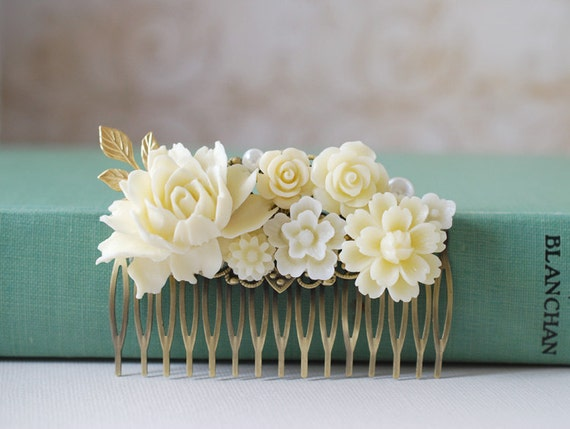 Wedding Hair Comb. Bridal hair Comb, Ivory Wedding Hair Accessory. Large Ivory Flowers Collage Hair Comb. Bridal headpiece