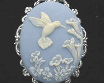 Cameo Brooch or Pendant Hummingbird with Flowers Blue