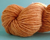 VIDALIA - (200 yards) - Naturally Onionskin-Dyed Golden Brown Handdyed 100% Wool Yarn Hank - Sport weight