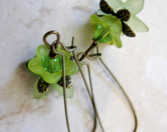 Hypoallergenic Peridot Green Crystal, Lucite Lily, Tulip Flowers, Nickel Free Antique Bronze Filigree Flower Earring