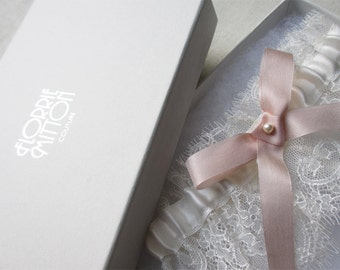 Fondant lace garter with silk