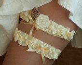 Wedding Bridal Garter, ivory with roses, set of 2---size M/L