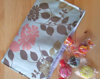 Reusable cloth snack bag - Leaves and Flowers on LIght Blue also use for tea first aid cosmetics jewelry
