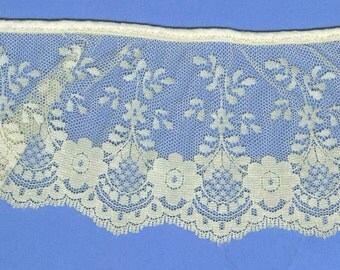 Wide Vintage Valenciennes Type Scalloped Floral Lace Off White Ecru