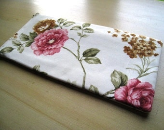 ROSES - Apple Magic Keyboard or Samsung Wireless Keyboard Sleeve - Padded and Zipper Closure