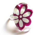Flower fuschia and white ring - hand painted glass - - azurine
