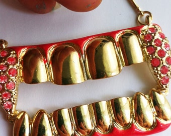 TEETH MALICIOUS evil gold red necklace  VAMPIRE super sonic boom marvelous twilight saga pow comics unisex mens action play unisex metal