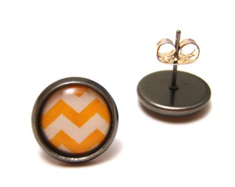 Yellow and Cream Chevron Earrings - Cute mustard yellow and ivory zig zag pattern on gunmetal post studs - SMALL 10mm
