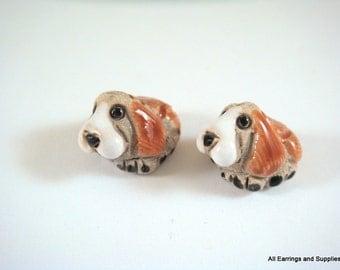 SALE - 2 Hound Dog Beads Ceramic Hand Painted Glazed Animal Bead 14x11mm - 2 pc - 5951