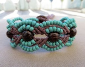 Hemp Macrame Bracelet with Wood and Glass - Hemp Macramé Jewelry