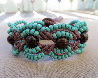 Hemp Macrame Bracelet with Wood and Glass - Hemp Macramé Jewelry