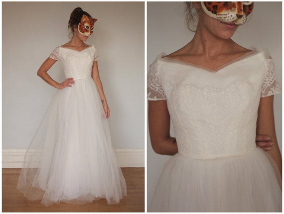 Gorgeous Vintage 50s 60s White Wedding Gown With Full Tulle