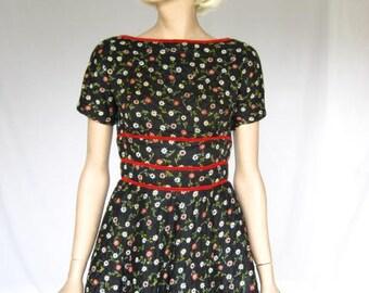 Vintage 50s/ 1950s Floral Folk Dress