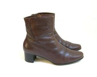 Vintage 80s Vaneli Brown Chelsea Zip Boots. Size 9
