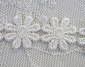 2 yds Shabby Chic Ivory Venise Daisy Flower Lace for Quilt  Bridal Clothing Pillow Couture Jewelry designs