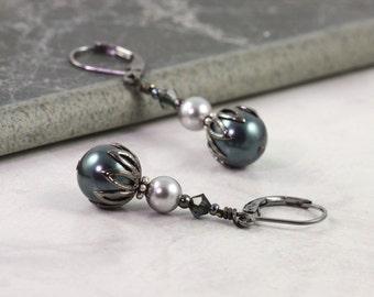 Tahitian Pearl Earrings, Bridal Jewelry, Deep Blue and Gray, Light Gray Pearls, Bridesmaid Earrings, Gunmetal Ear Wires, Dark blue