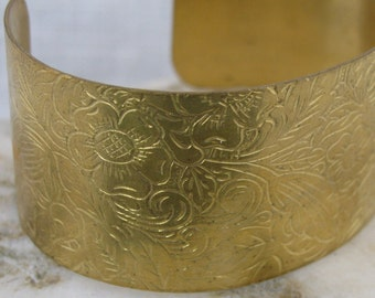 Bracelet Blanks - 1 Raw Brass Etched Flower Cuff Bracelet 1130