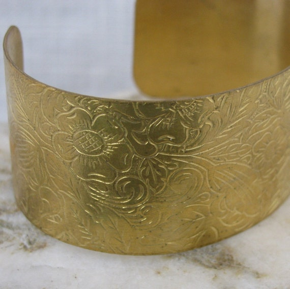 Bracelet Blanks - 1 Raw Brass Etched Flower Cuff Bracelet 1130