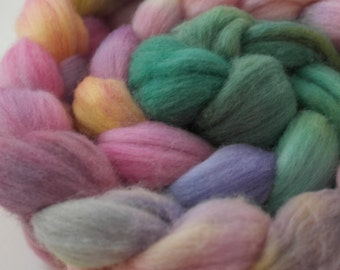 "Polwarth Top / Roving -  4 oz braid handpainted colorway ""Wildflowers Gradient"""