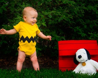 Great Halloween Costume READY TO SHIP Great Baby Shower Gift bodysuit- Charlie Brown inspired sewn cotton zig zag chevron applique