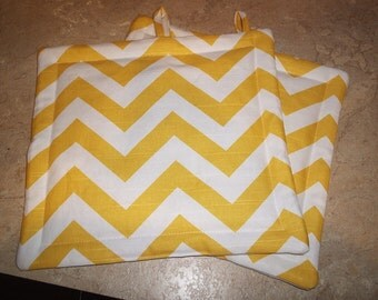 Set of 2 Potholders in Yellow and White Chevron fabric