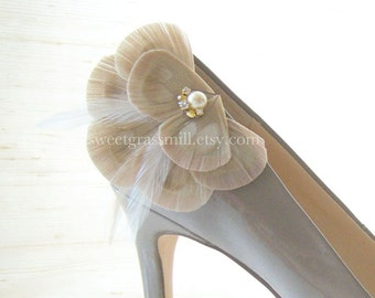 Peacock Shoe Clips - BELLA CHAMPAGNE - Bleached Beige Peacock Feathers with Gems