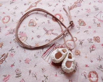 Crochet Motif Necklace Mini Baby Shoes - Off-White -