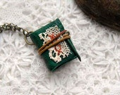 A Little Emerald - Miniature Wearable Book, Emerald Green Leather, Tea Stained Pages, Antique Lace, OOAK - bibliographica