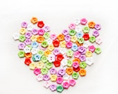 100 assorted color flower buttons