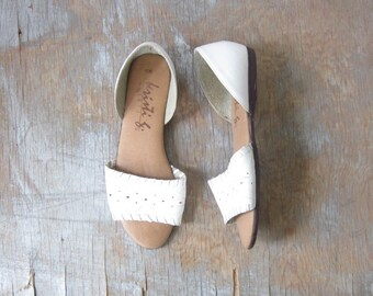 white leather sandals, vintage woven sandals, size 6 shoes