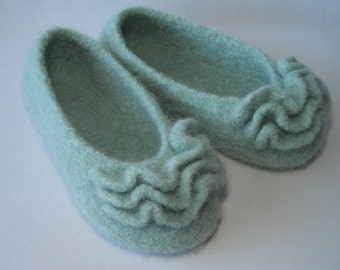 Knitting pattern PDF - Womens Girls Felted Ruffle Toe Slippers - DIY Mother's Day gift - permission to resell - pattern for WORSTED yarn