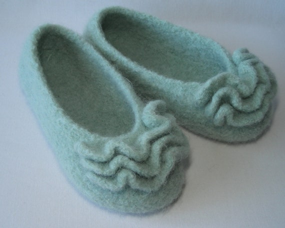 Knitting pattern PDF Slippers - Womens Girls Felted Ruffle Toe Slippers - great DIY gift - pattern using WORSTED weight yarn