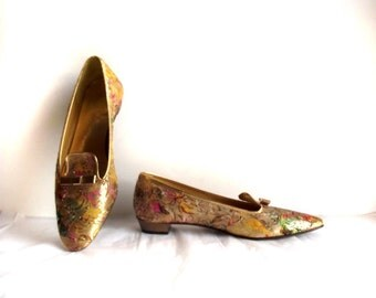 House Slippers / Vintage 70s Indoor Shoes Gold Cloth Shoes