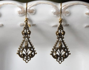 Antique bronze filigree earring - dangle - bohemian