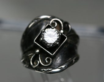 Vintage Sterling and Glass Stone Southwestern Design Ring