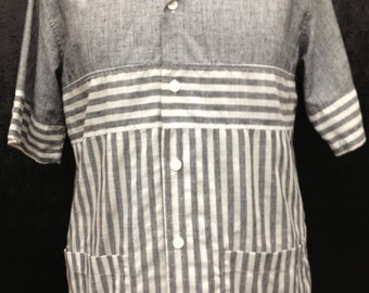 1980's grey and white Bill Blass short sleeve shirt made in the retro style of the 1960's Mad Men Era size LARGE