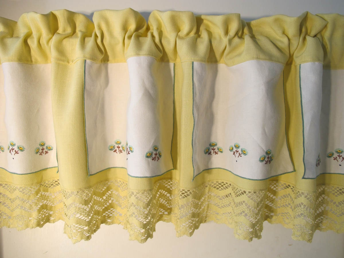 Upcycle Embroidered Placemats Valance Recycle by BettyandBabs