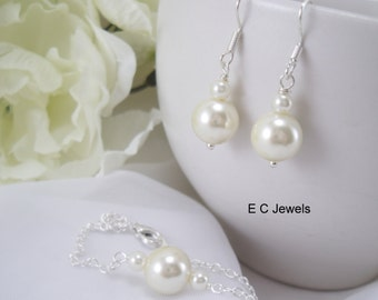 SET of Delicate Pearl Earrings and Bracelet - Pick your Color