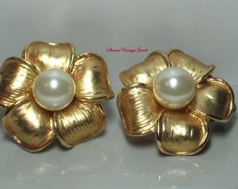 Vintage Earrings Pearl Floral Etched Goldtone Petals 1980's Jewelry