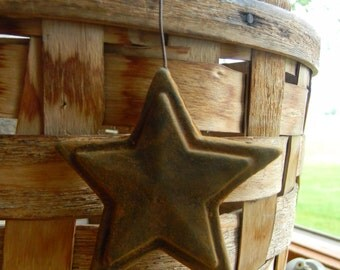 Primitive Blackened Beeswax Star Ornies  #509