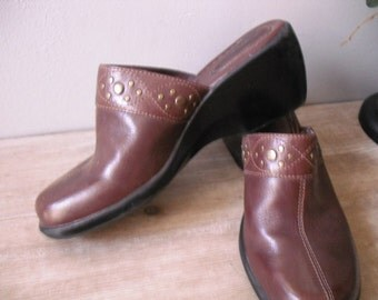 vintage Clarks brown leather clogs with Brass studs .. Size 7