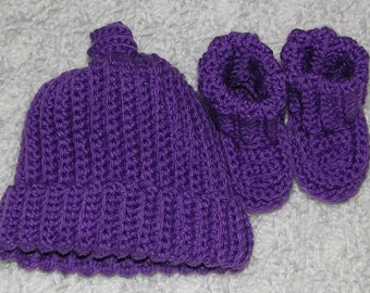 CLEARANCE preemie to newborn grape cap and booties