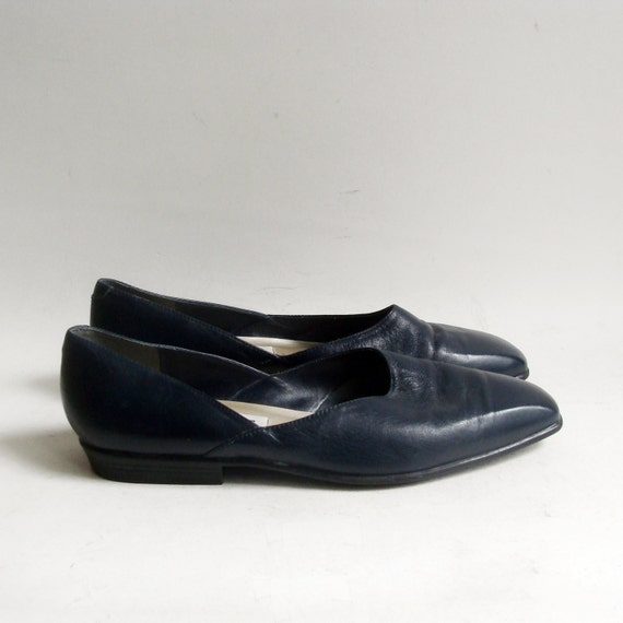 shoes 8 navy blue flats avant garde 1990s flats leather