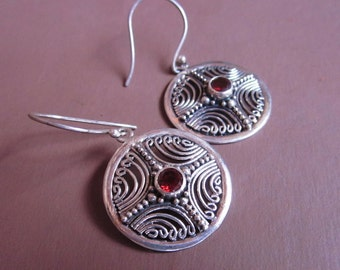 Balinese Sterling Silver circle dangle Earrings / Garnet / silver 925 / Bali handmade jewelry