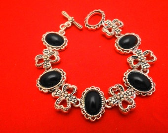 "Vintage 7"" silver tone bracelet with black stone insets in great condition, appears unworn"