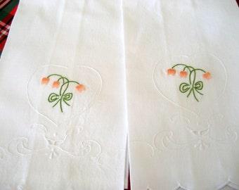 Vintage Linen Guest Towels  Set of 2   Circa 1970s