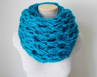 Chunky Knit Cowl - Infinity Scarf in Turquoise