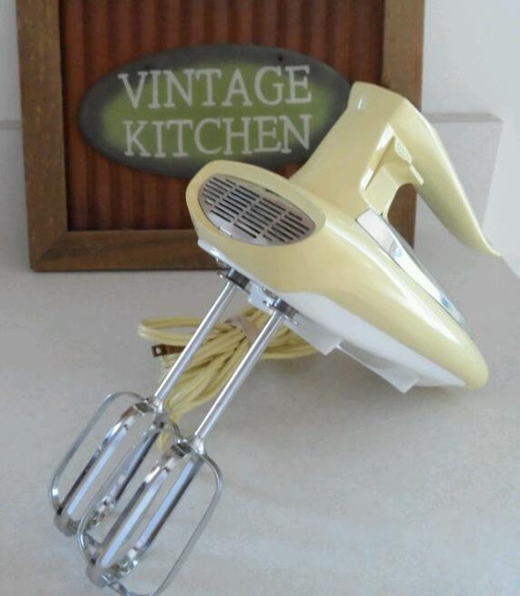 Vtg ge general electric yellow beater hand mixer by for General electric mixer vintage