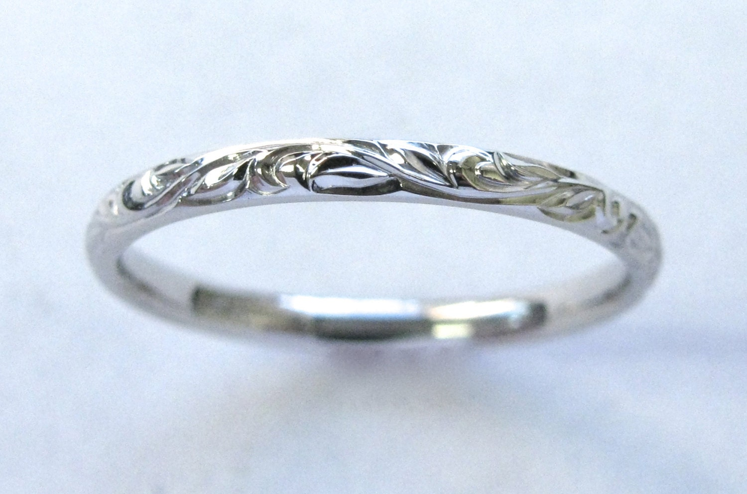 engraved vine and leaf wedding anniversary band