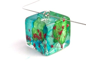 Vibrant Botanical Resin Necklace.  Pressed Flower Pendant Necklace - Red Blue and Green.  Real Pressed Flowers - Hydrangea Baby's Breath